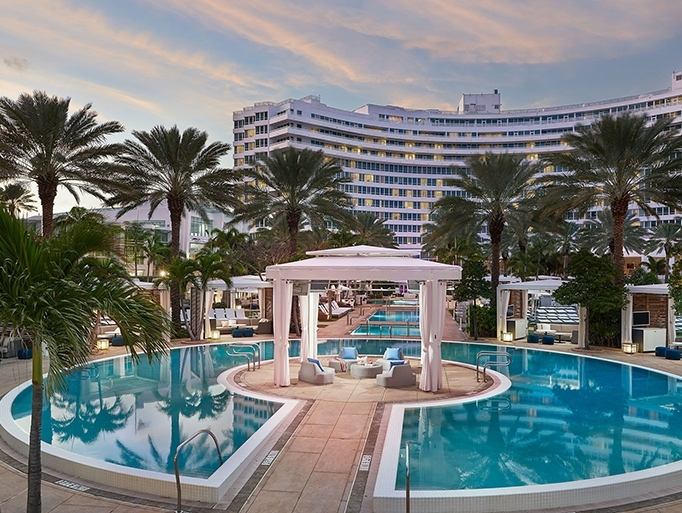 H tel fontainebleau miami beach ao t 2017 voyager cacher for Sejour complet miami